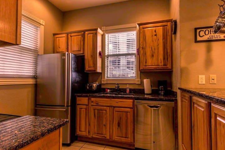 Branson Vacation Rental | Eagles Nest | Indian Point | Silver Dollar City | Pool (311601)