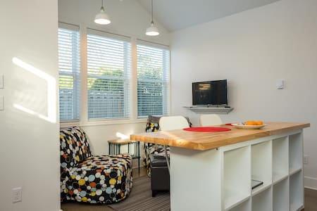 Brand New! Cozy Little House Retreat - Portland