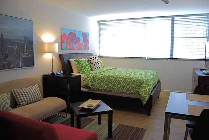 Chic Premium Studio Apartment (H) - Includes Weekly Cleanings w/ Linen Change