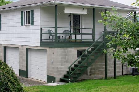 Weaver's Tyrone Tuckaway - Haus