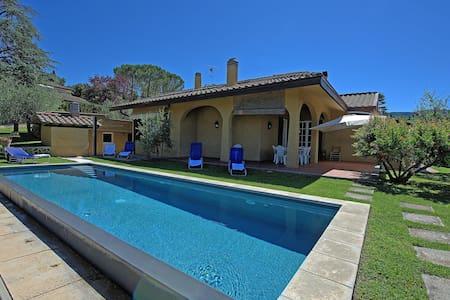 Villa Peruzzi, sleeps 8 guests in Arezzo - อาเรซโซ่