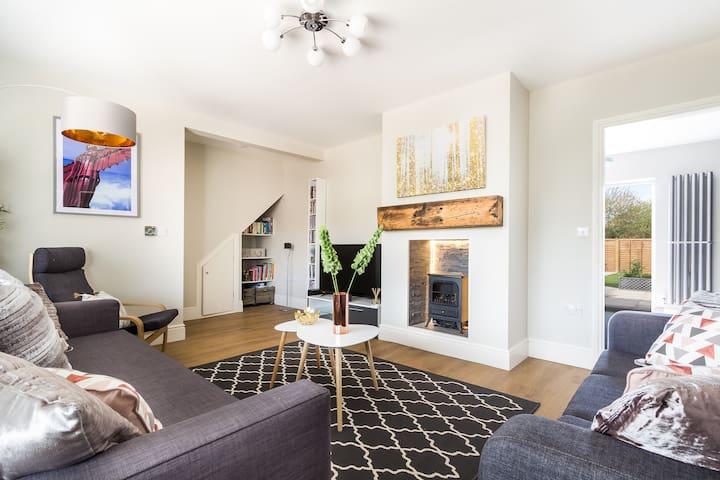 James Cook's Retreat, modern 4 bed  Middlesbrough