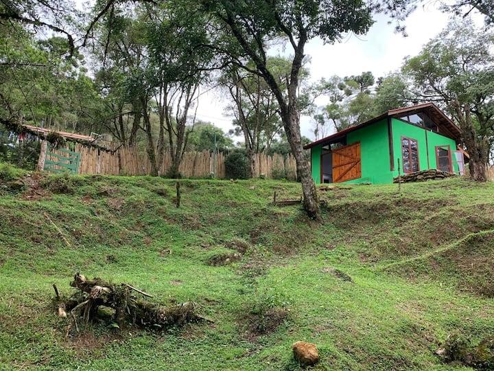 Descanso no Chalé Verde à beira do riacho wi-fi