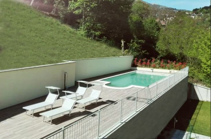 Lake Como, Happy Residence 72, view and pool - Argegno - Apartment