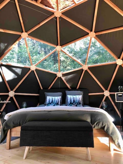 Nuit insolite dans un dôme à coté des Alpagas B&B.