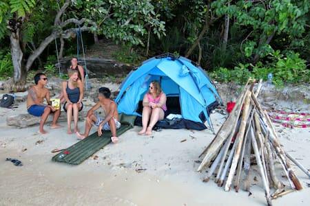 Camping on an island - Karimunjawa - Øy