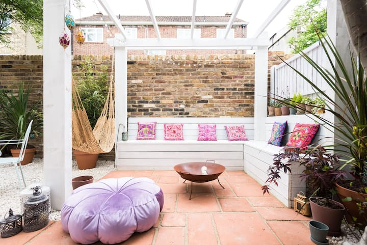 2 bed house w/garden & parking in Stoke Newington