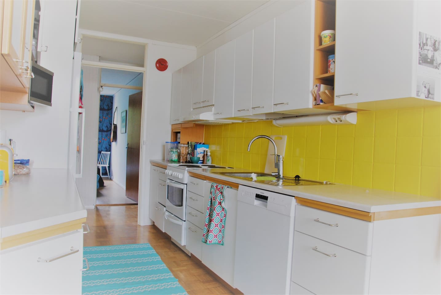 Kitchen with dishwasher, oven&stove, toaster, blender and coffee machine.