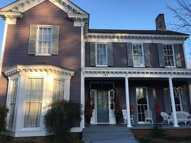 RENT ENTIRE Wynne House Inn - Holly Springs - Bed & Breakfast