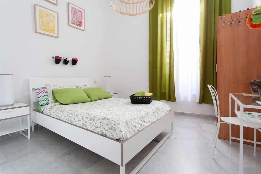 Ap 3 habitaciones dobles y 2 ba os centro sevilla for Habitaciones cuadruples en sevilla