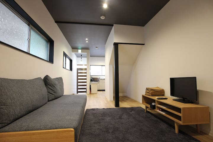 Whole two-story house☆5 mins to OSAKA☆FREE wifi