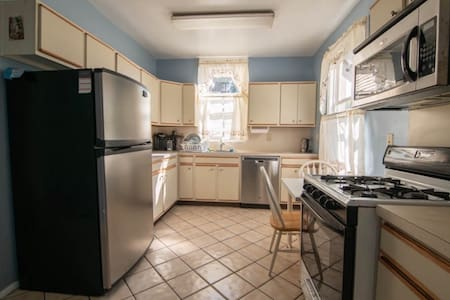 {11 Mins To NYC Times Square} Large Private Room