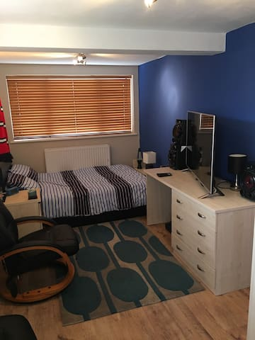 Quiet cosy room - Worcester - Huis