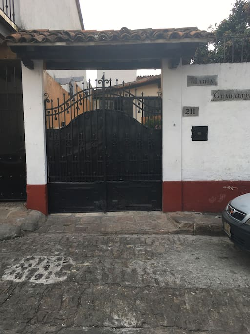 Entrada a casa María Guadalupe