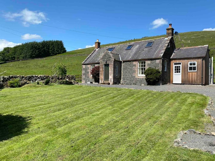 Stunning 3-Bed Rural Cottage