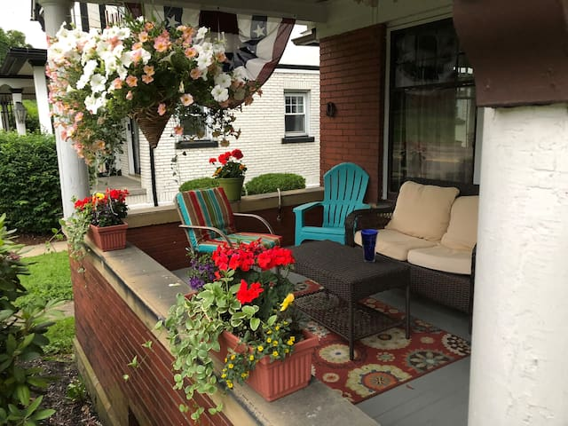 Suite & Den in Historic Home (Student Rates)