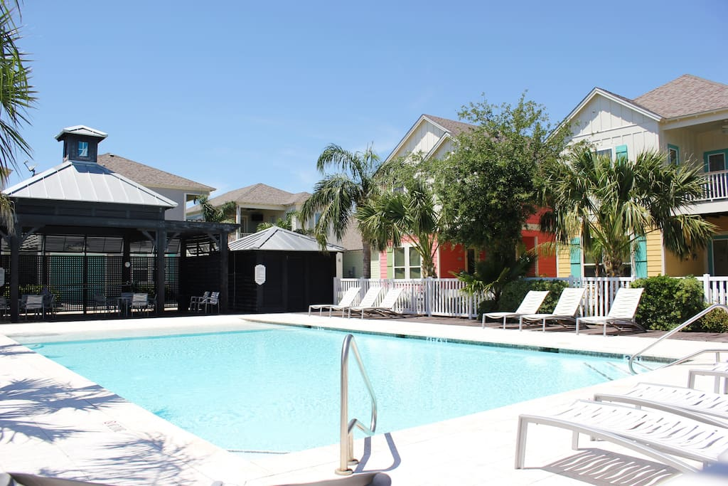 Vacationers have access to a community swimming pool