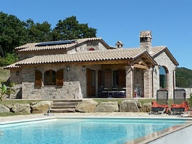 Stone Villa with Infinity Private Pool - Quadro - House