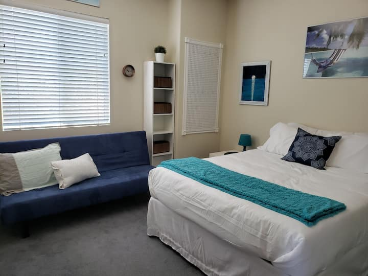 Big Bright Clean Room in Elegant Summerlin Getaway