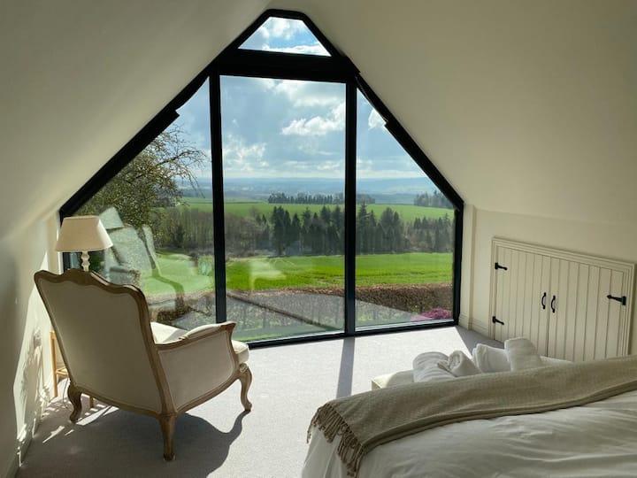Perkley Retreat - Stunning Views!