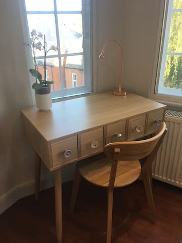 Desk/dressing table with drawers