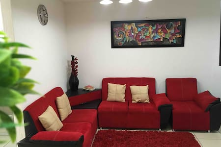 Comfortable house in private closter, cerca Outlet