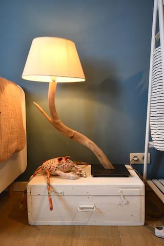 CHAMBRE/BEDROOM 2 (disponible pour réservations à partir de 3 personnes; we open this 2nd bedroom for bookings for 3-4 pax)
