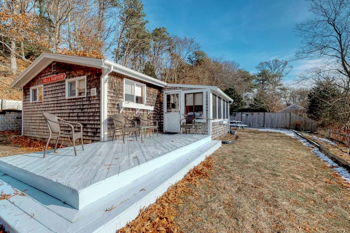 Petite beach home overlooking Follins Pond w/ central A/C and private gas grill!