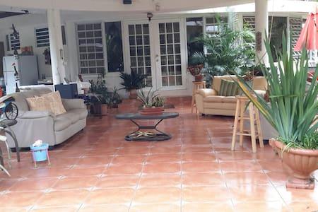 Hacienda Iones - Florida - Bed & Breakfast