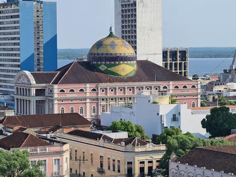 Flat com vista para o Teatro Amazonas. centro