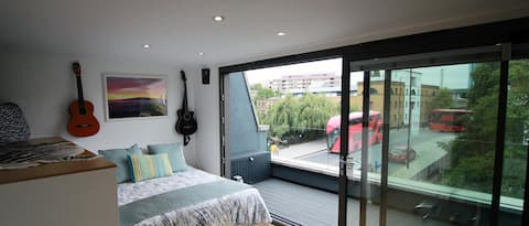 75% OFF Zone1, Desk Terrace Double Room Canal view