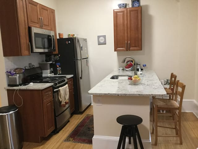 RIttenhouse Square. One bedroom  apt sleeps 4