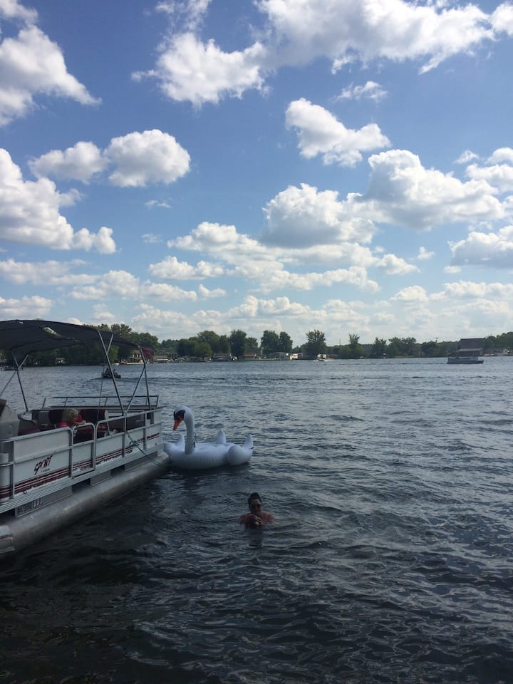 Lakefront fun, great swimming, fishing, boating