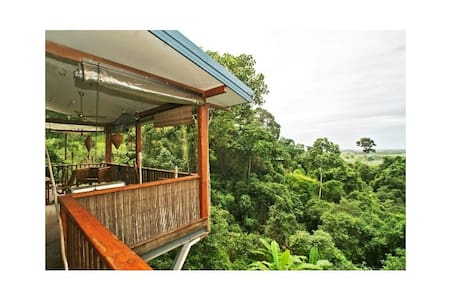 Stunning Mountain Side Home - Caravonica - บ้าน