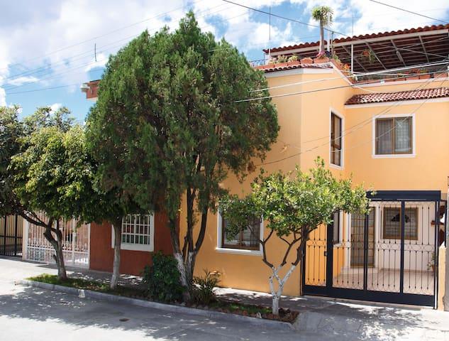 Casa excelente ubicación a 1km centro Tlaquepaque