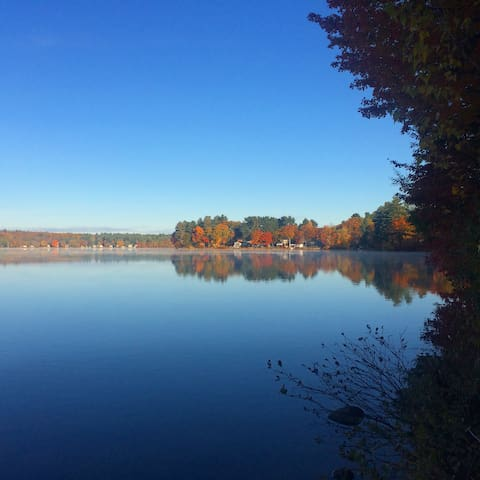 Queen and/or twin bedrooms on lake near Portland! - Windham - Huis