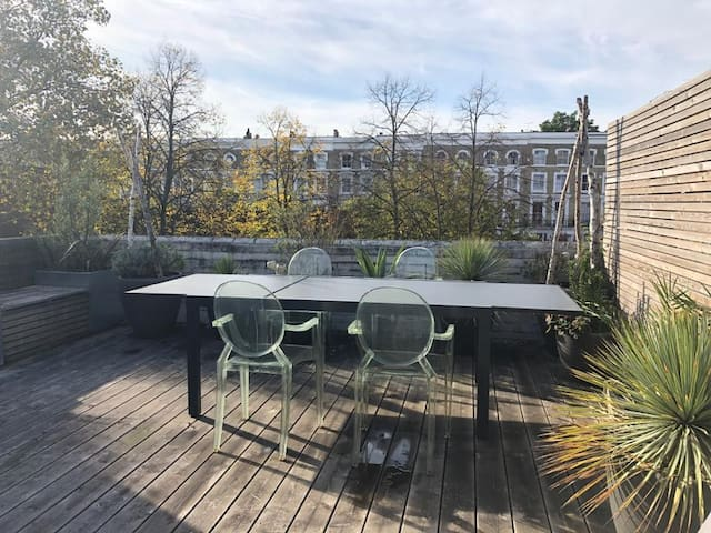 DOUBLE BEDROOM IN STYLISH APARTMENT - NOTTING HILL