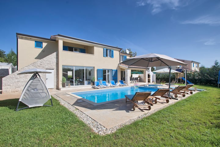 """1520"" Villa with swimming pool for 12 people"