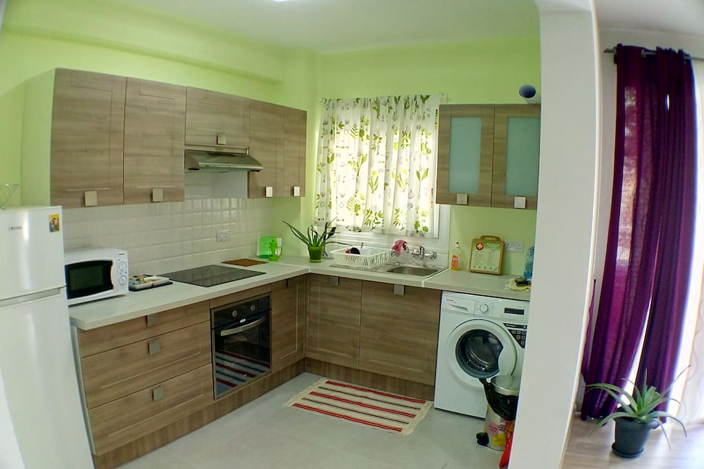 Cozy bright kitchen with all anemities, microwave, kettle oven, washing machine