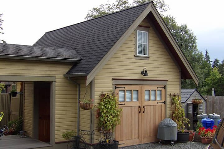 The Carriage House On Cedar street - Friday Harbor