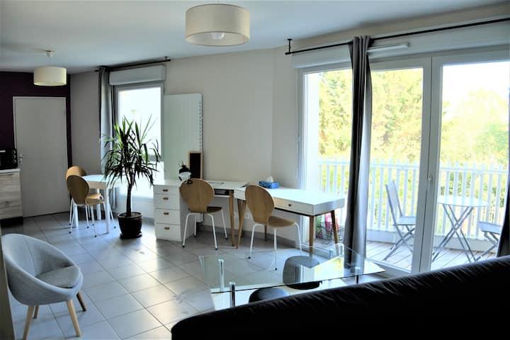 Studio spacieux avec balcon, métro+tram proches