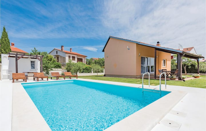 Nice home in Valbandon with WiFi and 2 Bedrooms
