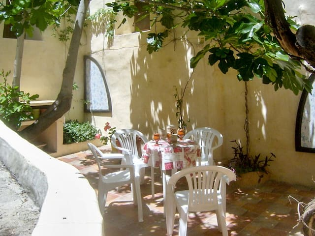 Medieval townhouse w/ lovely patio - Moratalla
