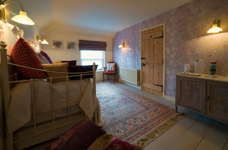 A Royal Norfolk Village Town House - Norfolk - Bed & Breakfast