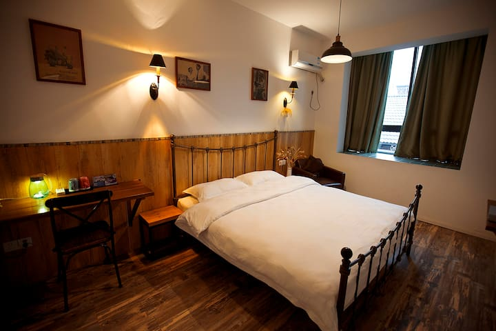 King bed room nearby Tianmenshan and train station - Zhangjiajie - Huoneisto