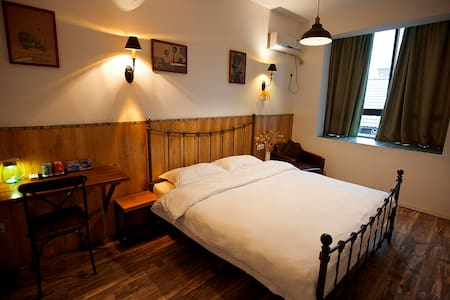 King bed room nearby Tianmenshan and train station - Zhangjiajie - Appartement