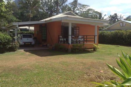 Beachfront house - Maatea
