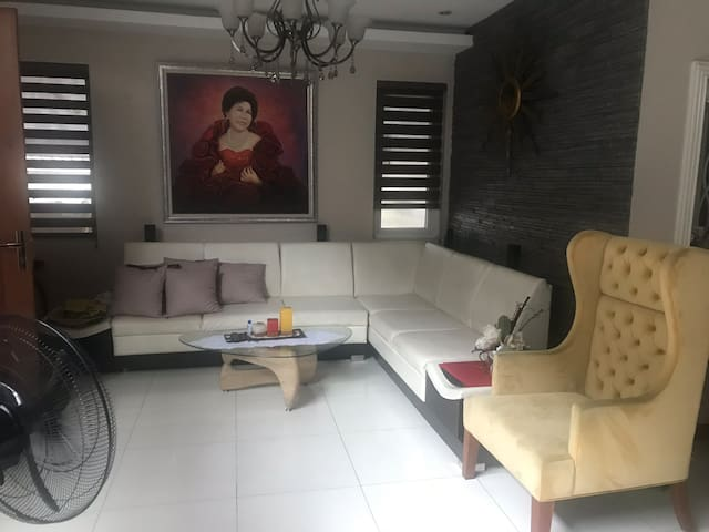 share my house situated near 5 malls and lrt 2