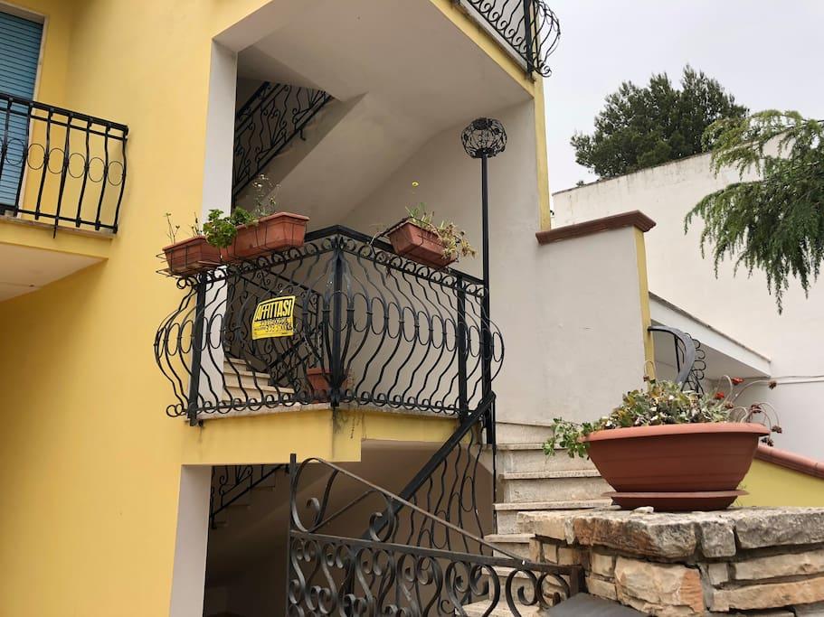 Ingresso (entrance)