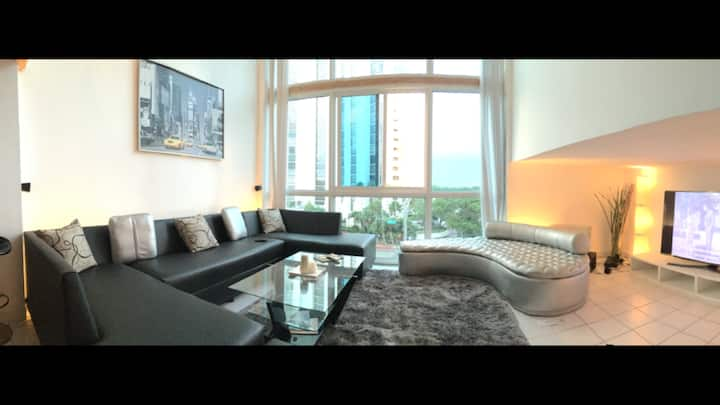 Miami Beach LOFT Resort (OCEANFRONT Bldg)SLEEPS 6+
